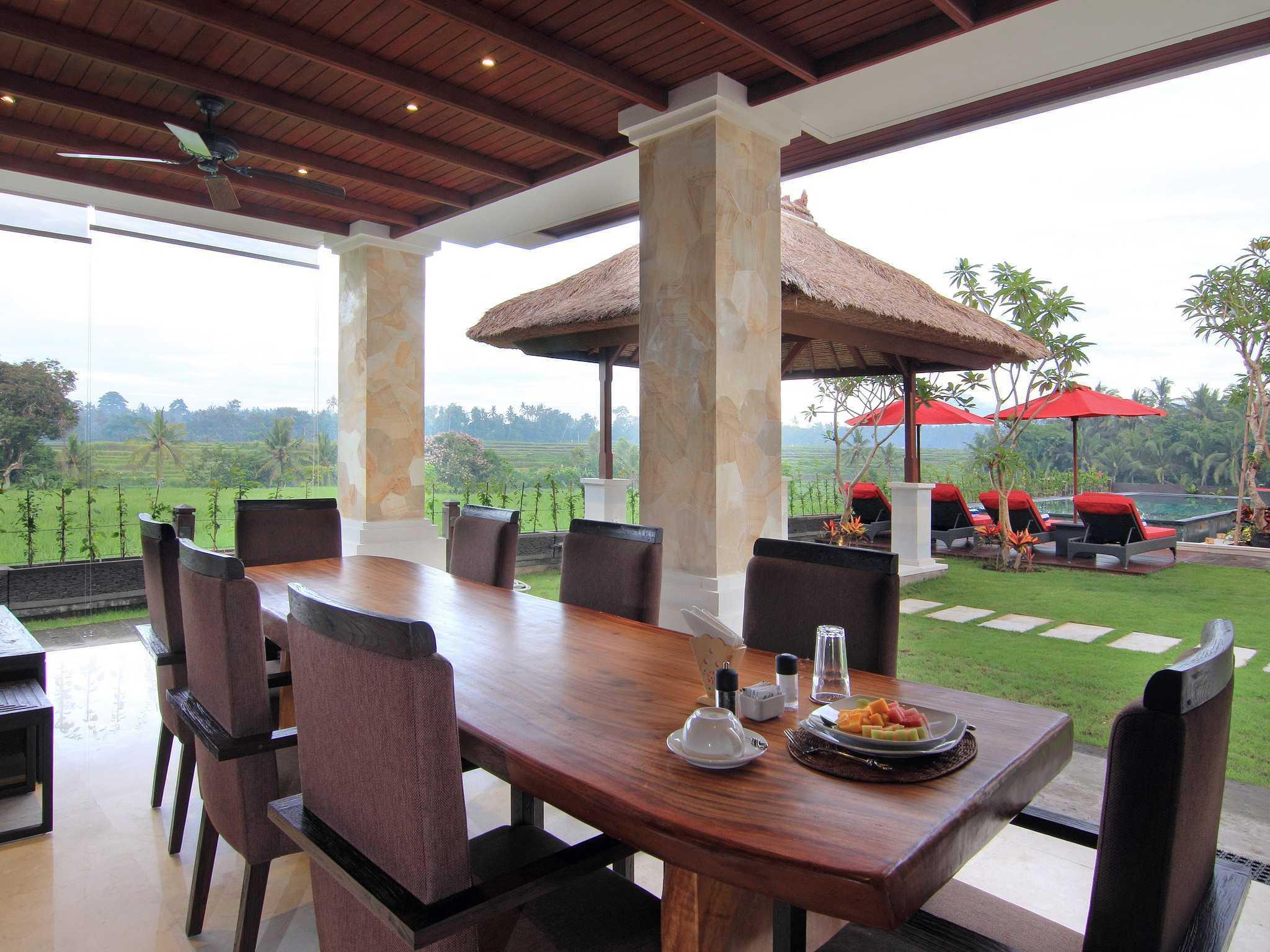 Made Dharmendra Architect Villa Umastana Ubud, Kabupaten Gianyar, Bali, Indonesia Ubud, Kabupaten Gianyar, Bali, Indonesia Dining Area Tropis  49293