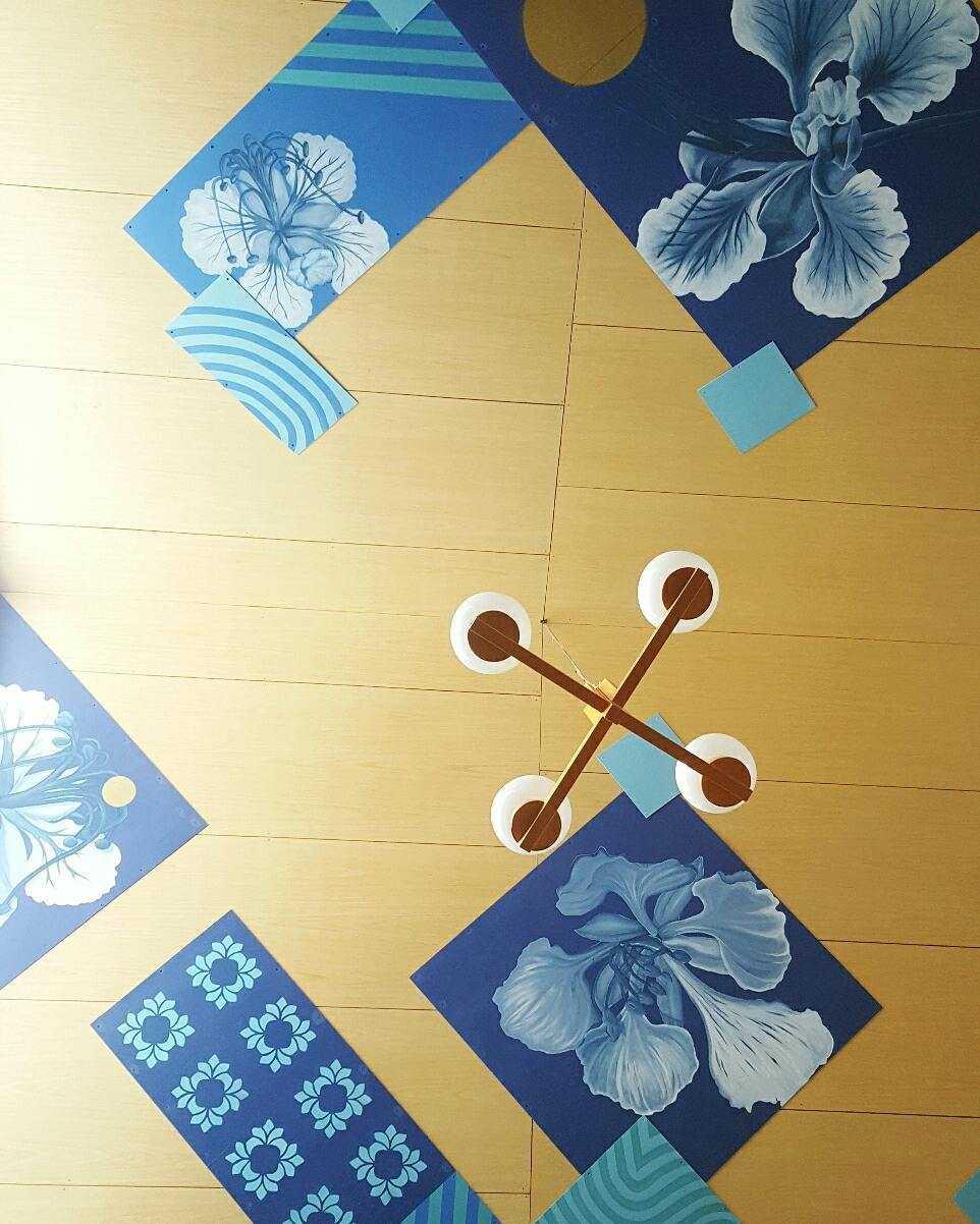 Foto inspirasi ide desain atap Mural ceiling oleh Aaksen Responsible Aarchitecture di Arsitag