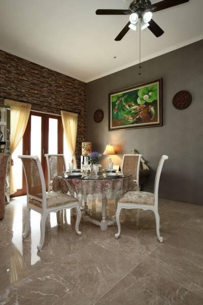 Vaastu Studio Residential Bintaro Sector I Bintaro Sector I Dining Area  1246
