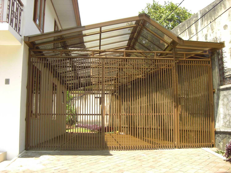 Foto inspirasi ide desain garasi modern Garage oleh ARCHDESIGNBUILD7 di Arsitag