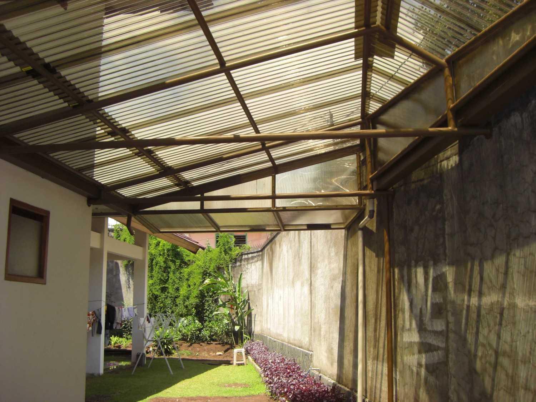Foto inspirasi ide desain atap Detail oleh ARCHDESIGNBUILD7 di Arsitag