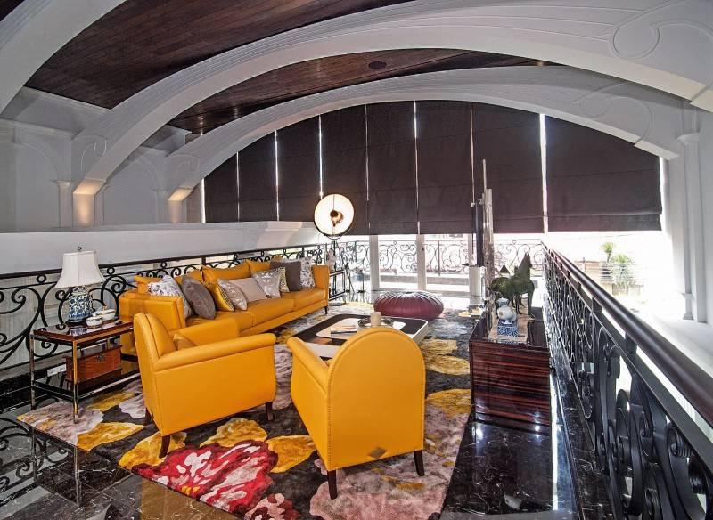 Foto inspirasi ide desain ruang keluarga klasik Livingroom oleh BK Architects di Arsitag