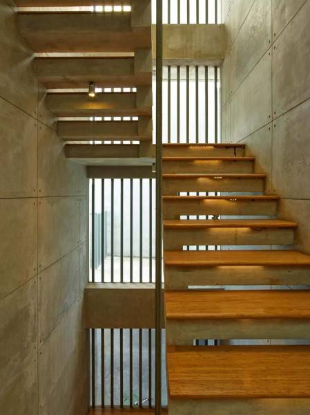 Raw Architecture Bare Minimalist Jakarta, Indonesia Jakarta, Indonesia Natural Staircase Minimalis 1520