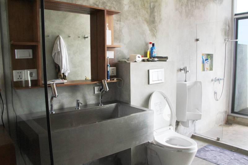 Raw Architecture Bare Minimalist Jakarta, Indonesia Jakarta, Indonesia Master Bathroom  1542
