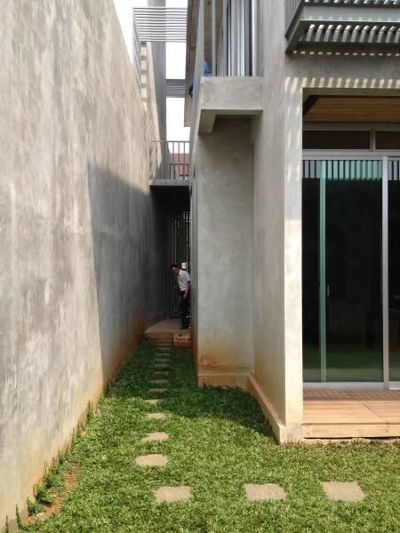 Raw Architecture Bare Minimalist Jakarta, Indonesia Jakarta, Indonesia Side Entrance  1547