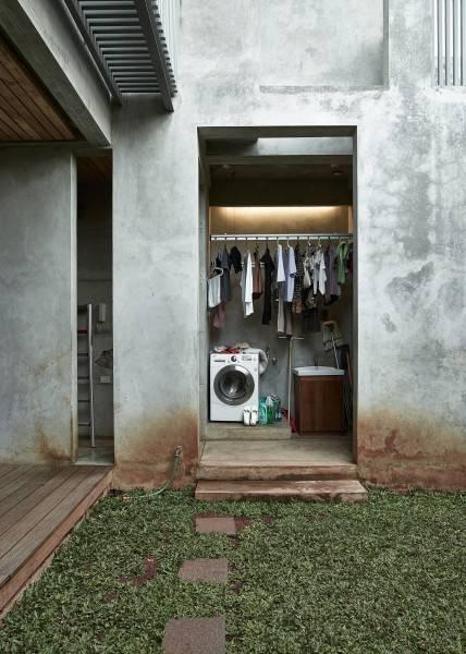 Foto inspirasi ide desain laundry Service room oleh RAW Architecture di Arsitag