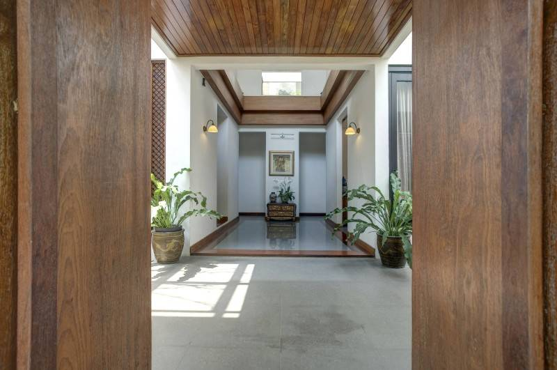 Foto inspirasi ide desain pintu masuk kontemporer Entrance door oleh RAW Architecture di Arsitag