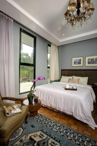 Foto inspirasi ide desain kamar tidur kontemporer Bedroom oleh RAW Architecture di Arsitag