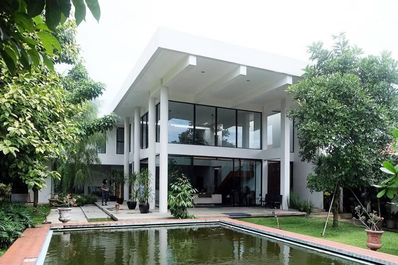 Foto inspirasi ide desain kolam kontemporer Pond oleh RAW Architecture di Arsitag