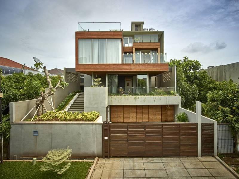 Raw Architecture Kembang Murni House West Jakarta, Indonesia West Jakarta, Indonesia Front View - Open Gate  1585