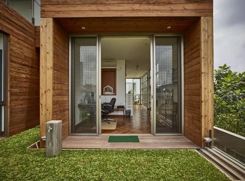 Foto inspirasi ide desain ruang kerja Work area oleh RAW Architecture di Arsitag