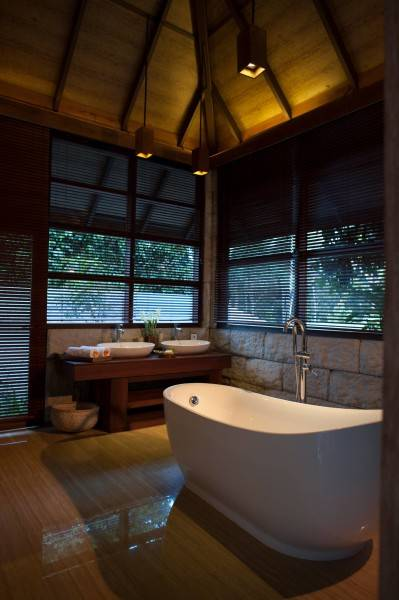 Raw Architecture Arumdalu Belitung Belitung Bathroom Tropis 1631
