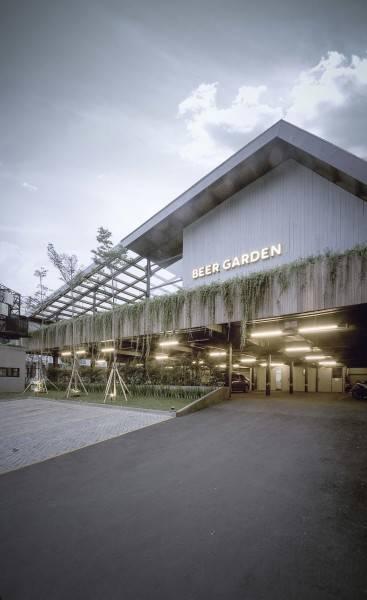 Foto inspirasi ide desain restoran Facade oleh Bitte Design Studio di Arsitag