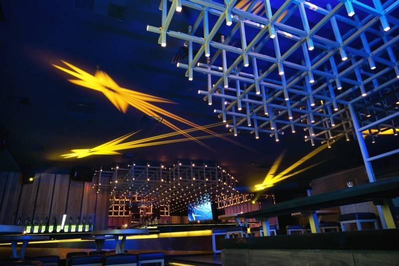 Foto inspirasi ide desain atap Interior ceiling oleh Bitte Design Studio di Arsitag