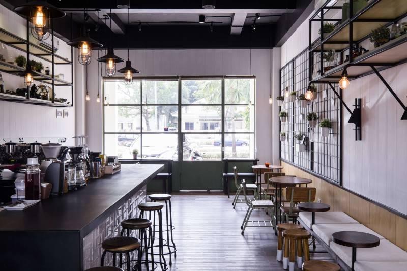 Foto inspirasi ide desain restoran Voyage coffee interior oleh Bitte Design Studio di Arsitag