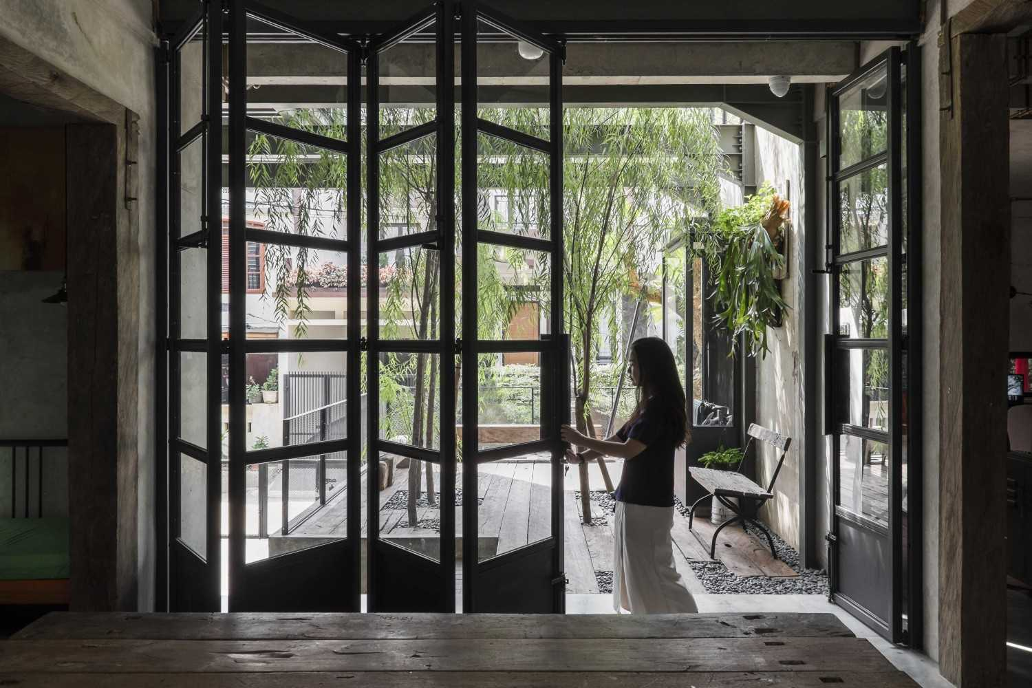 Bitte Design Studio Aa Residence Cimanggis, Indonesia Cimanggis, Indonesia Folding Door  23128
