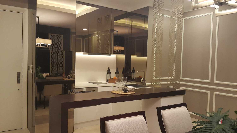 Foto inspirasi ide desain apartemen Kitchen oleh TMS Creative di Arsitag