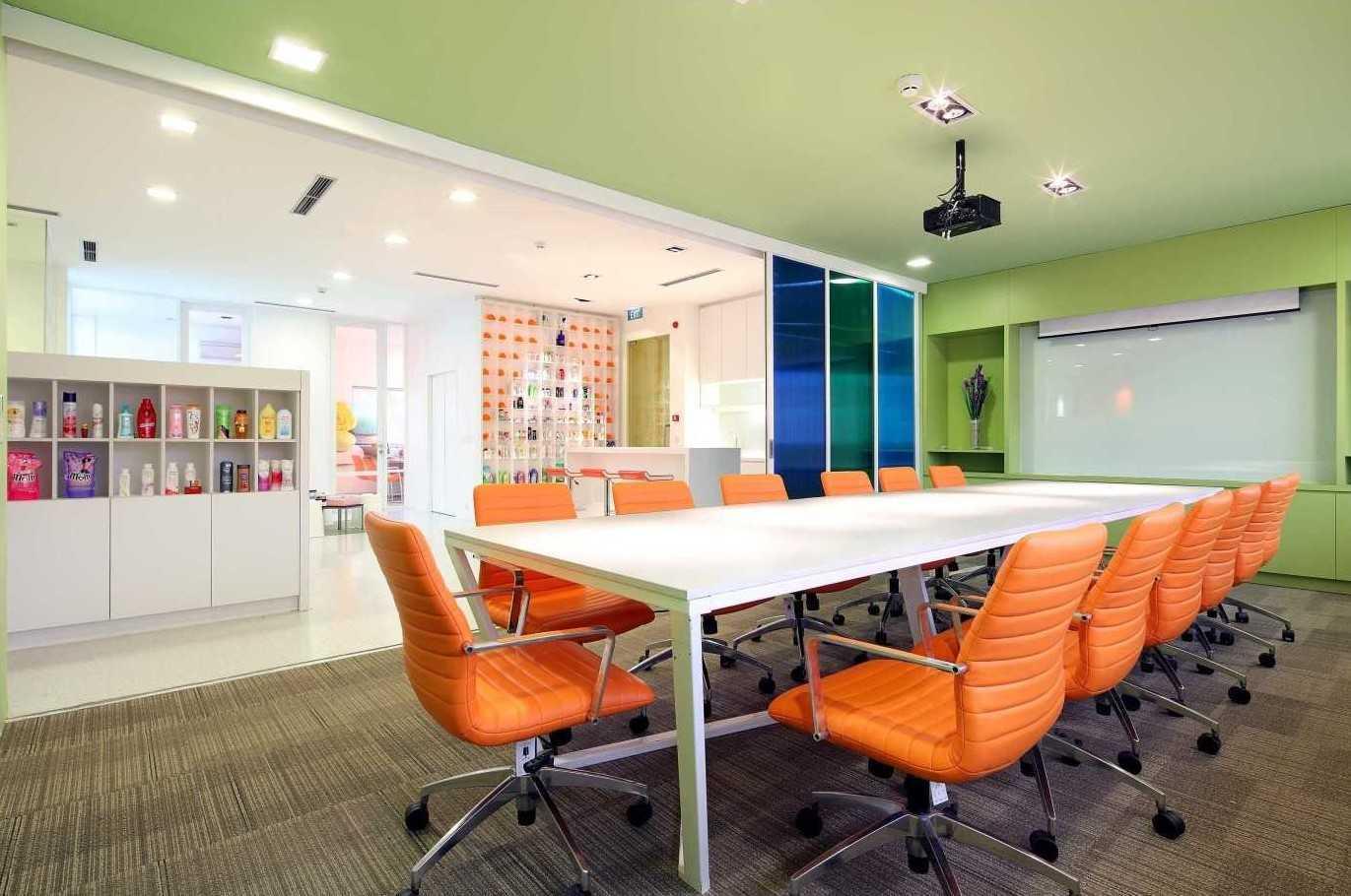 Foto inspirasi ide desain ruang meeting minimalis 3 oleh Atelier Cosmas Gozali di Arsitag
