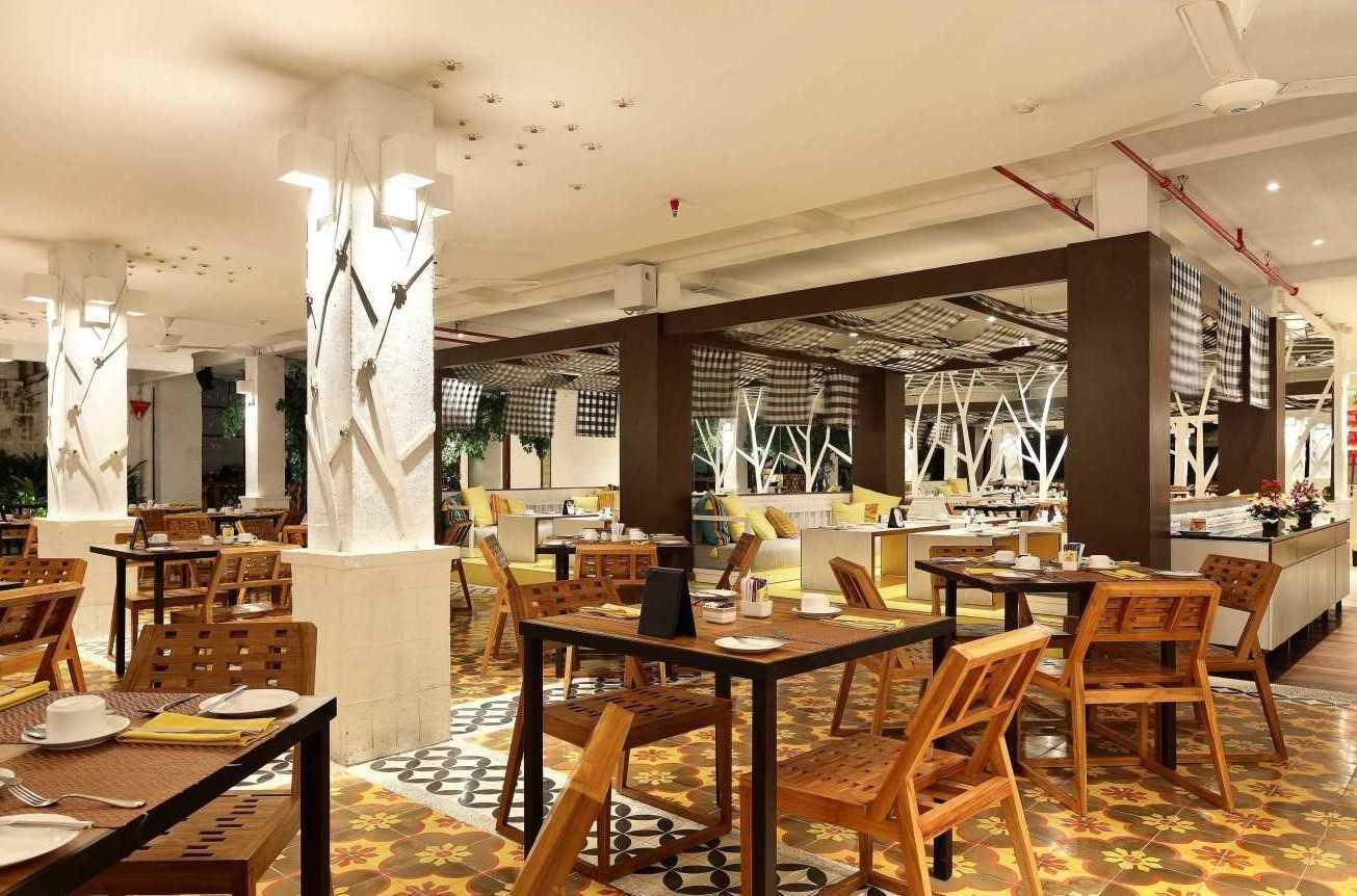 Foto inspirasi ide desain restoran kontemporer 1 oleh Atelier Cosmas Gozali di Arsitag