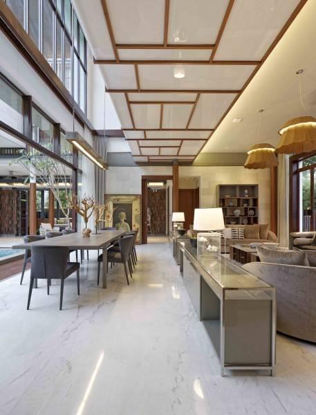 Foto inspirasi ide desain ruang keluarga Living room oleh Atelier Cosmas Gozali di Arsitag