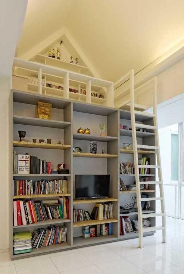 Foto inspirasi ide desain perpustakaan tropis Library area oleh Atelier Cosmas Gozali di Arsitag