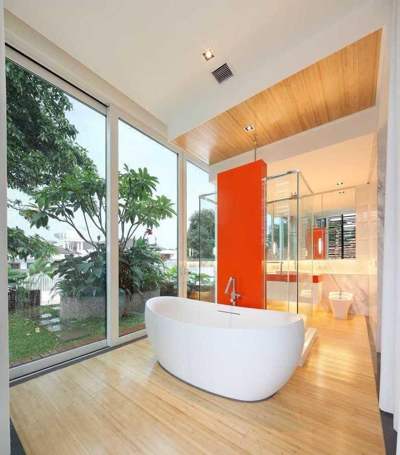 Foto inspirasi ide desain kamar mandi minimalis 1 oleh Atelier Cosmas Gozali di Arsitag