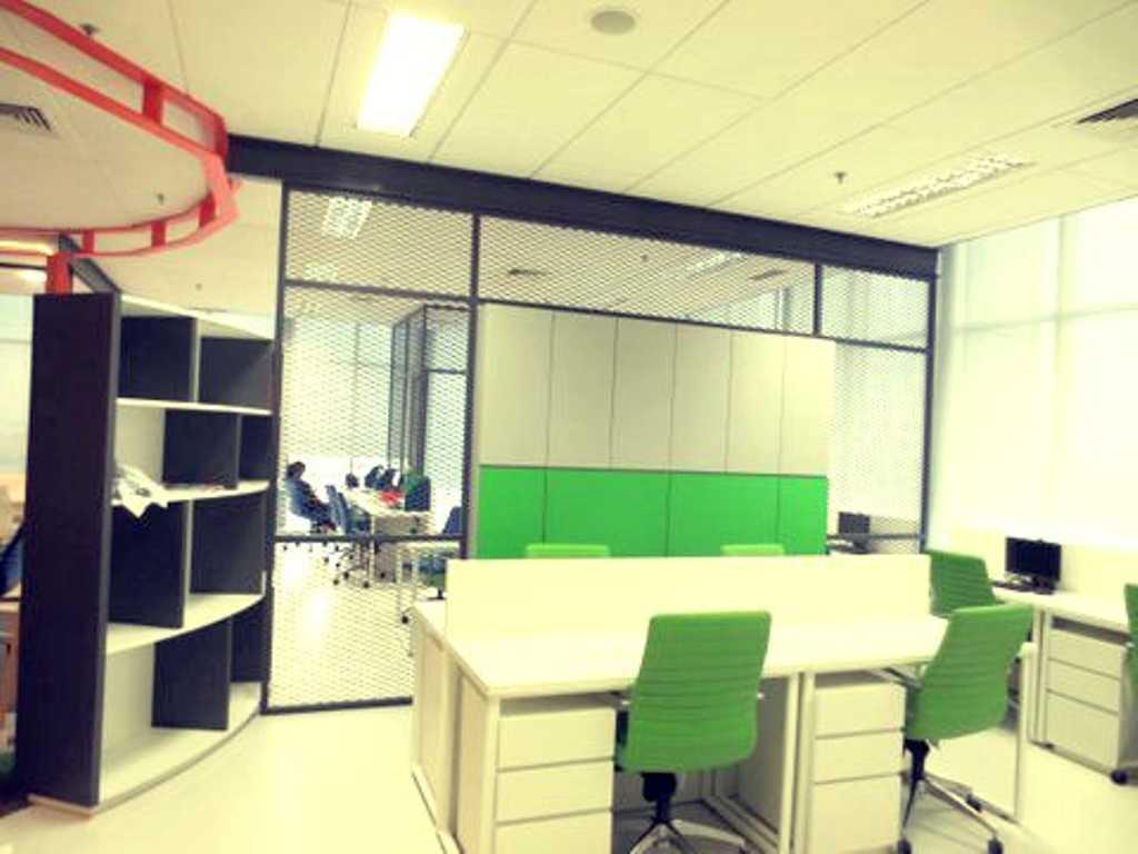 Foto inspirasi ide desain ruang kerja kontemporer Working area oleh Atelier Cosmas Gozali di Arsitag