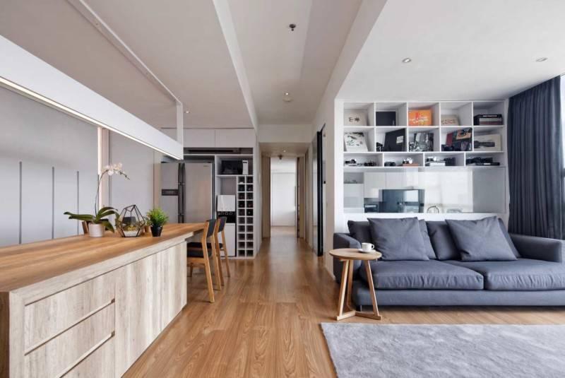 Foto inspirasi ide desain apartemen modern Living room oleh Atelier Prapanca di Arsitag