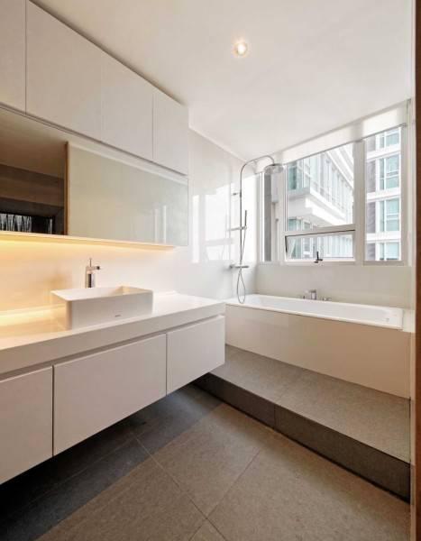 Foto inspirasi ide desain kamar mandi minimalis Bathroom oleh Atelier Prapanca di Arsitag