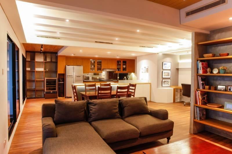 Foto inspirasi ide desain ruang keluarga industrial Living room oleh DESIGN INTERVENTION di Arsitag
