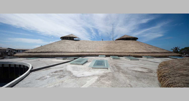 Foto inspirasi ide desain atap Roof area oleh Enviro Tec di Arsitag