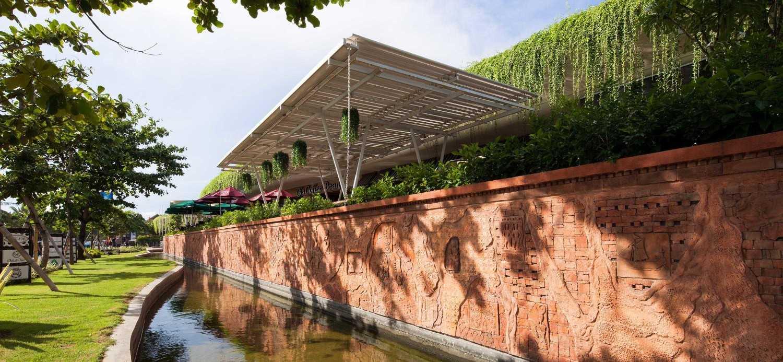 Foto inspirasi ide desain exterior Pond oleh Enviro Tec di Arsitag