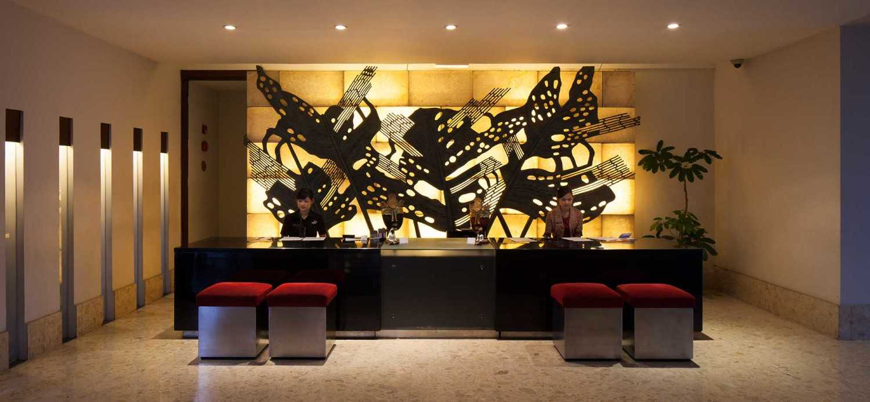 Foto inspirasi ide desain lobby minimalis Receptionist area oleh Enviro Tec di Arsitag