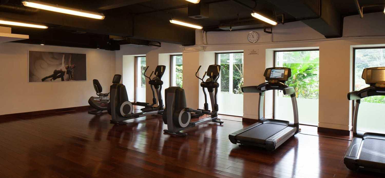 Foto inspirasi ide desain gym minimalis Gym area oleh Enviro Tec di Arsitag