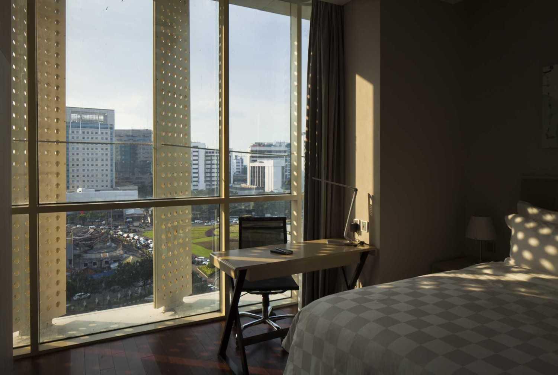 Foto inspirasi ide desain kamar tidur modern Hotel room oleh Enviro Tec di Arsitag