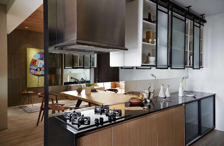 Foto inspirasi ide desain apartemen minimalis Kitchen area oleh Enviro Tec di Arsitag