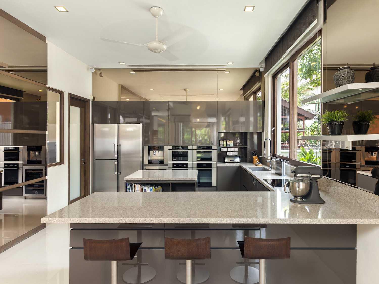 Foto inspirasi ide desain dapur tropis 49a oleh Lewin Nuramin di Arsitag