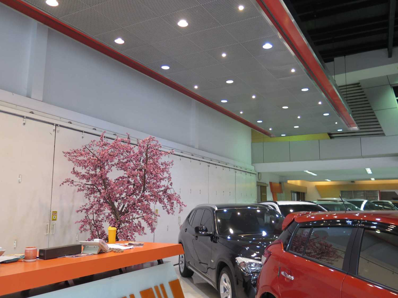 Christianto Hendrawan Omega Motor-Showroom Design Bandung Bandung Interior View  30913