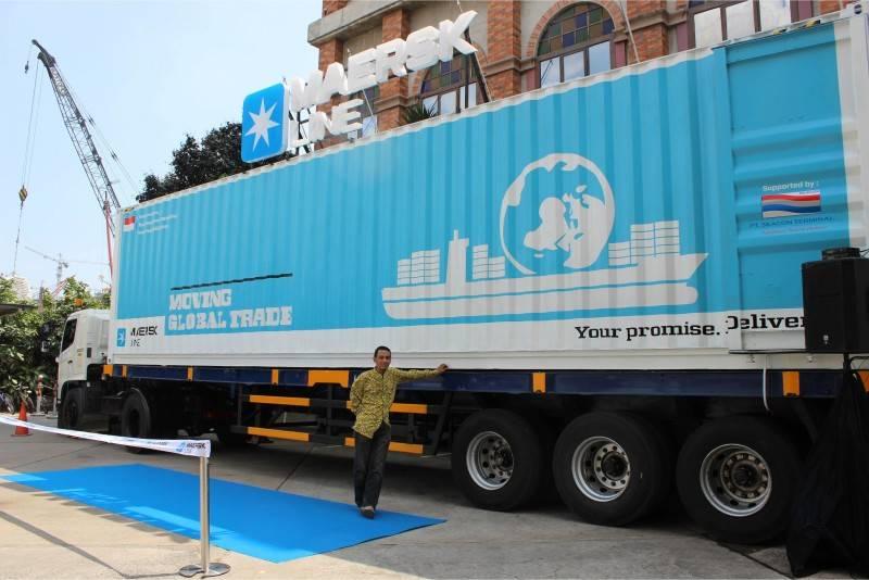 Foto inspirasi ide desain exterior skandinavia Maersk-container-exterior oleh Tito Lukito di Arsitag