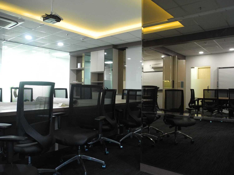 Gilbert Yohannes Voerman Meeting Room .is Best Western . Tower 2 .batam Best Western . Tower 2 .batam Dscn5065 Modern 29701
