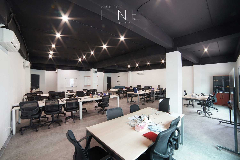 Foto inspirasi ide desain ruang kerja industrial 08public-areamoka27 oleh Fine Team Studio di Arsitag