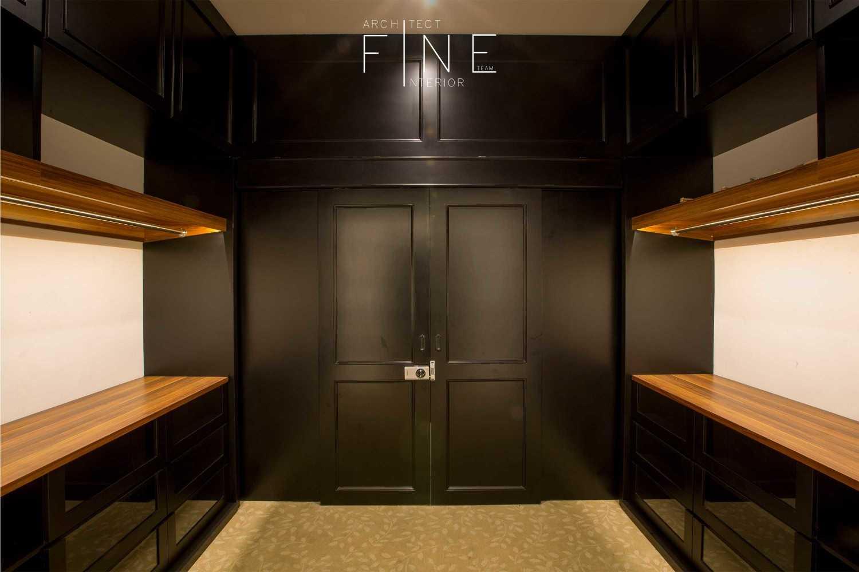 Fine Team Studio Muara Bungo Residence Muara Bungo, Jambi Muara Bungo, Jambi Closet Minimalis 16659