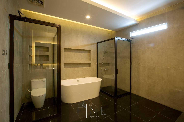 Fine Team Studio Muara Bungo Residence Muara Bungo, Jambi Muara Bungo, Jambi Bathroom Modern 16665
