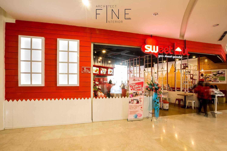 Foto inspirasi ide desain restoran kontemporer Exterior oleh Fine Team Studio di Arsitag