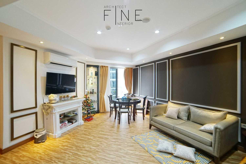 Foto inspirasi ide desain ruang keluarga klasik Living room oleh Fine Team Studio di Arsitag