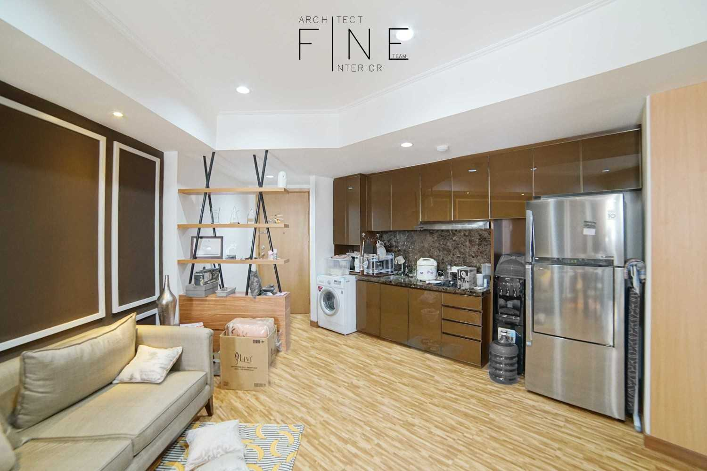 Foto inspirasi ide desain klasik Kitchen area oleh Fine Team Studio di Arsitag