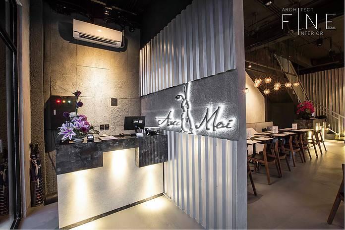 Foto inspirasi ide desain restoran Cashier area oleh Fine Team Studio di Arsitag