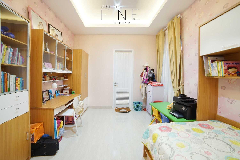 Foto inspirasi ide desain kamar tidur anak minimalis Permata mediterania residence - kid's bedroom oleh Fine Team Studio di Arsitag
