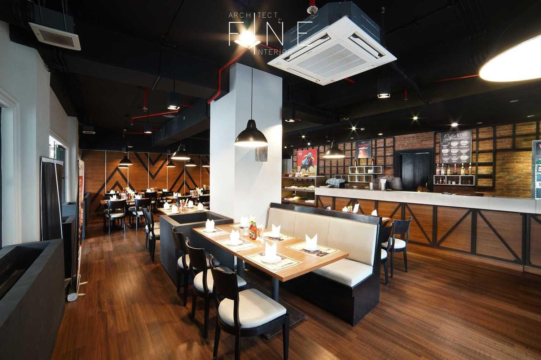 Foto inspirasi ide desain restoran industrial 11public-areagandy-pi01 oleh Fine Team Studio di Arsitag