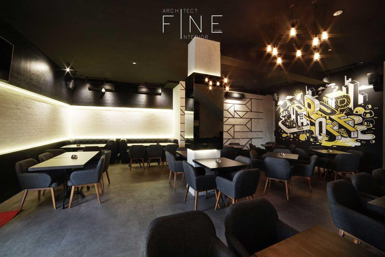 Foto inspirasi ide desain restoran kontemporer Public area drop off oleh Fine Team Studio di Arsitag